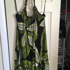Jungle dress with tie tops abs wooden details.